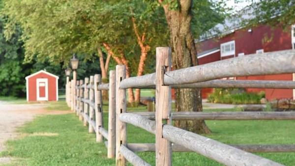Cerca de madeira é amplamente utilizada em áreas rurais