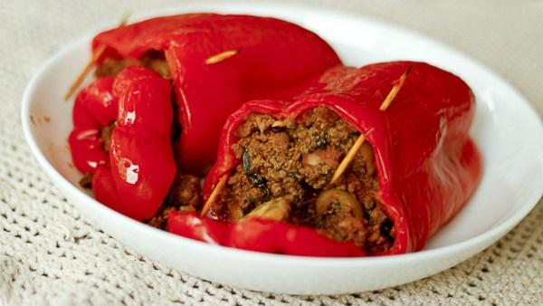 Pimentão recheado fica bem assado, frito e até na churrasqueira