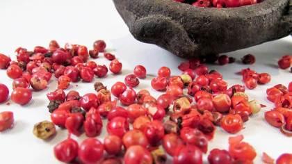 Pimenta rosa (aroeira-vermelha) é originária da América do Sul