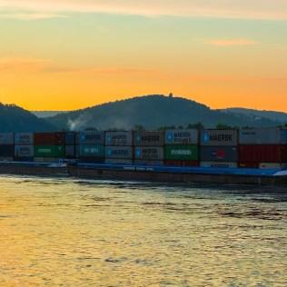 Transporte fluvial permite deslocar pessoas e cargas através dos rios