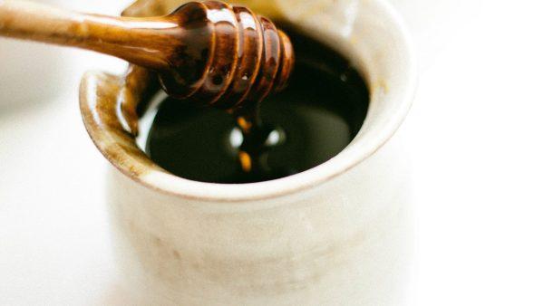 O mel de eucalipto tem sabor forte e refrescante