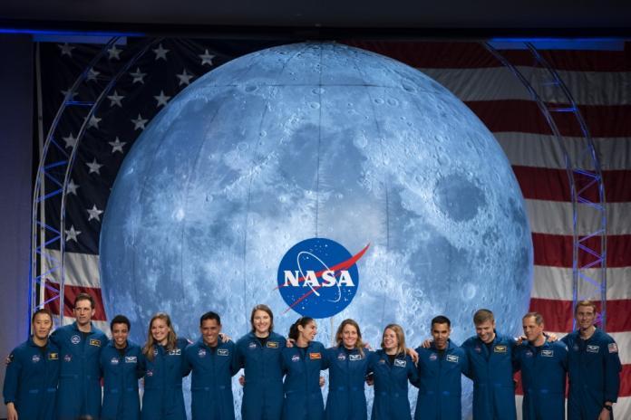 Limpiando casas pagó sus estudios y hoy lidera la misión de la NASA a Marte
