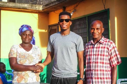 Kofi Kinaata (Middle) with the Koranchie Family