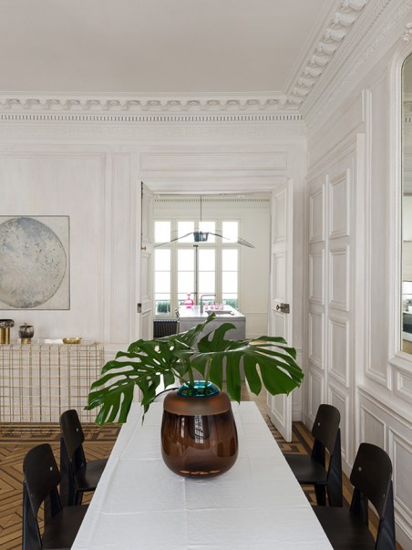 Parisian monstera pied-à-terre dining room - decoration blog - Clem Around The Corner