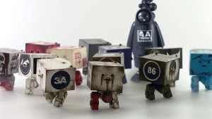 Ashley Wood's WWR Square² & Bambaboss figures from 3A
