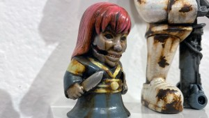 Klav / Kevin Derken's Who Goes There? Mini 3 (custom of Last Zectron & Unbox Industries's The Girl With Knives WGT? Figure)