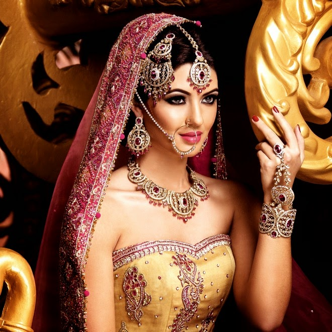 Difference Between Jewellery And Ornaments Jewellery Vs