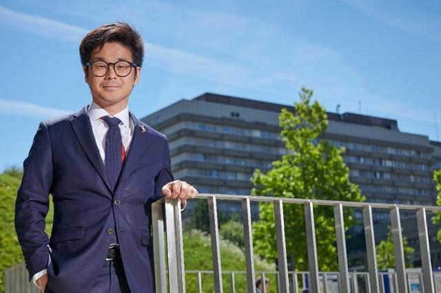 «À l'Assemblée, on me fait remarquer mes pointes d'accent suisse», reconnaît Joachim Son-Forget.