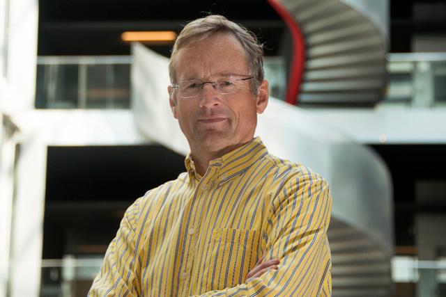 Le professeur Jean-Pierre Hubaux (EPFL) est un pionnier de la confidentialité des informations génomiques. Il a été mandaté pour sécuriser la Biobanque Institutionnelle de Lausanne, qui stocke déjà l'ADN de plus de 20 000 Vaudois dans des congélateurs.