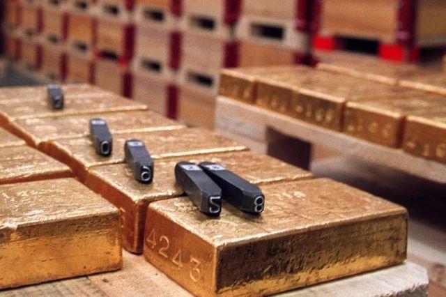 Kantone und Bund sollen von Gewinnen der SNB profitieren: Goldbarren im Tresor der Schweizerischen Nationalbank.