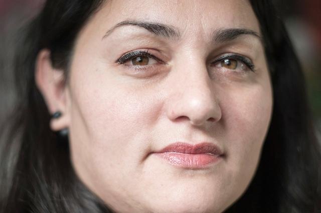 Layma Kaddor kämpft sowohl gegen den Islamismus als auch gegen Islamophobie. Bild: Franziska Rothenbühler