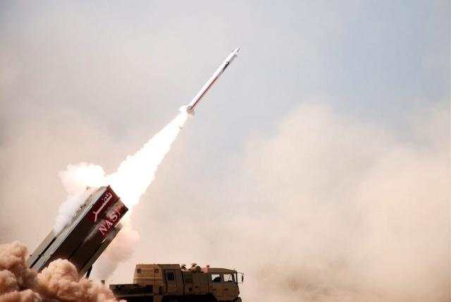 Die beiden Länder unterhalten keine diplomatischen Beziehungen: Pakistans Militär hat am 11. Februar 2013 dieses Foto von einer NASR-Rakete veröffentlicht.