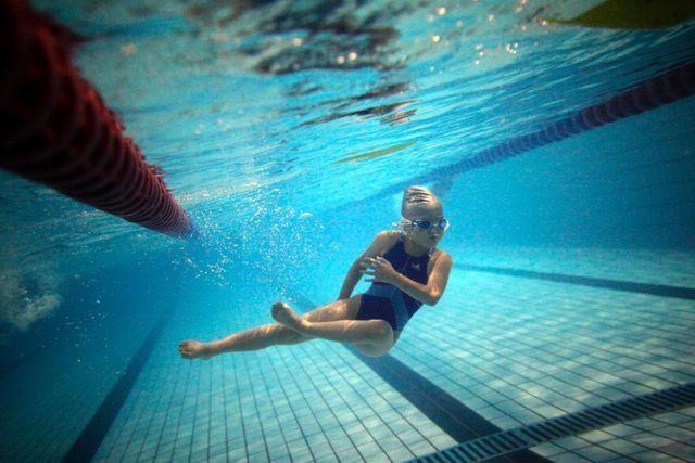 Strenggläubige Muslime weigern sich, ihre Kinder in den gemischten Schwimmunterricht zu schicken: Kind beim Schwimmunterricht (Symbolbild).