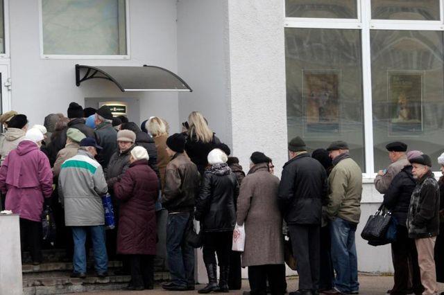 Alle Monate wieder? Im November räumten die Letten ihre Konten bei der Krajbanka leer (Bild), jetzt war die Swedbank dran.