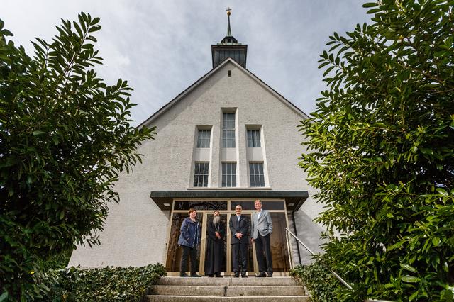 Treffen der Religionen: Monika Schmid (von links), Pater Isidoroc El-Anba-Samuel, Refaat Rizkallah und Urs Müller haben sich auf die Übergabe der katholischen Kirche Grafstal an die koptisch-orthodoxe Gemeinde geeinigt.