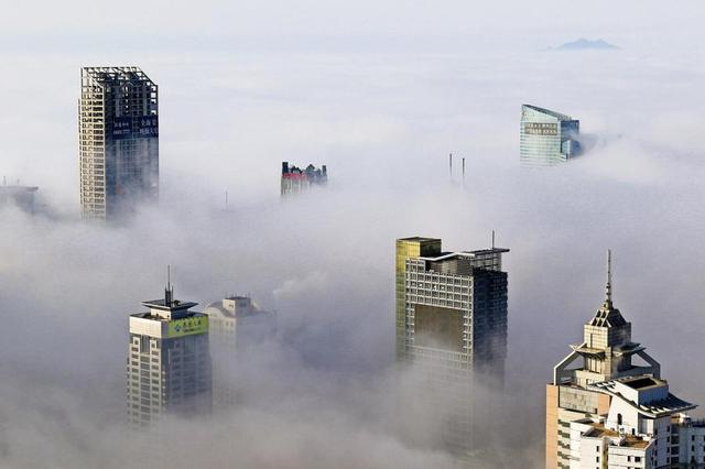 A l'exemple de ce qui se passe à Qingdao (ville du nord de la Chine), la surabondance de biens immobiliers à vendre se répercute sur les prix. Depuis des mois ils ne cessent de baisser, dont une chute record à la fin du mois de mars.<br /><br /><br /><br />
