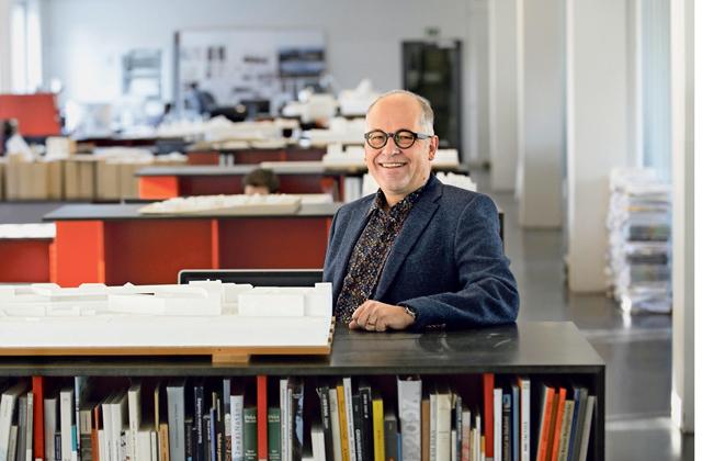 Marco Ryter?beschäftigt sich als Partner des Büros Bauart Architekten und neuerdings als Professor an der Berner Fachhochschule mit zeitgemässem Bauen.