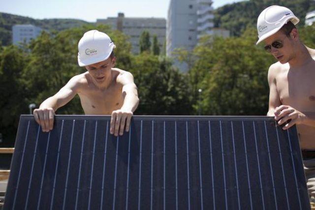 En Suisse, 13'000 projets photovoltaïques sont en attentes, indique Roger Nordmann.