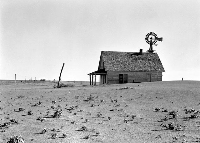 Versandete Erde: Das Kulturland verödete, Tausende Bauern mussten ihre Höfe aufgeben, weil es für sie kein Auskommen mehr gab. (Library of Congress