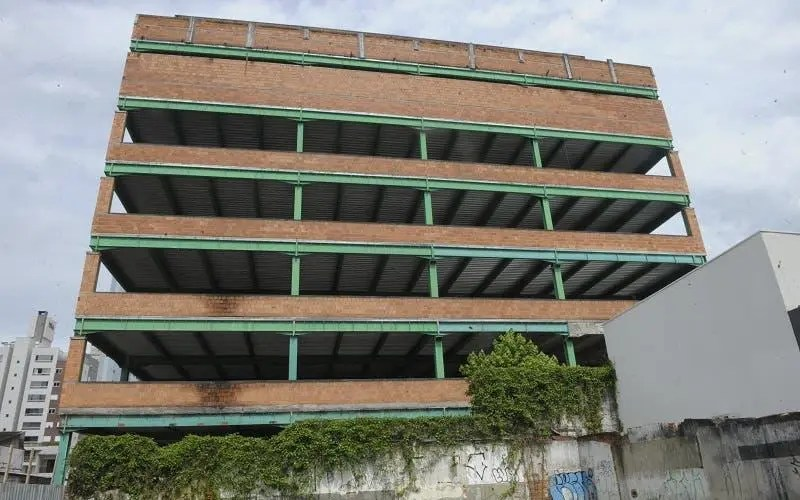 The hospital in Blumenau that began to be built but stopped in time
