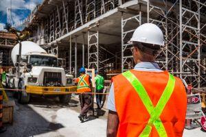 Alta da construção civil reforça atenção à segurança