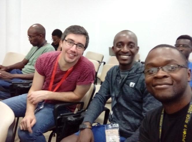 De vrais auteurs et lecteurs de python: Vuyisile, Anthony et Edison
