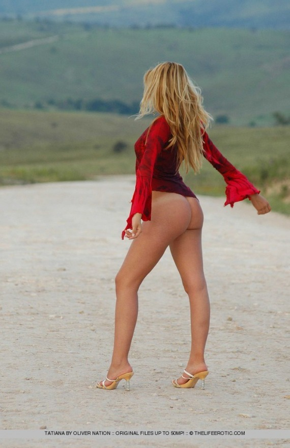 Tatiana, blonde, strip, nude, ass, top, legs, outdoors