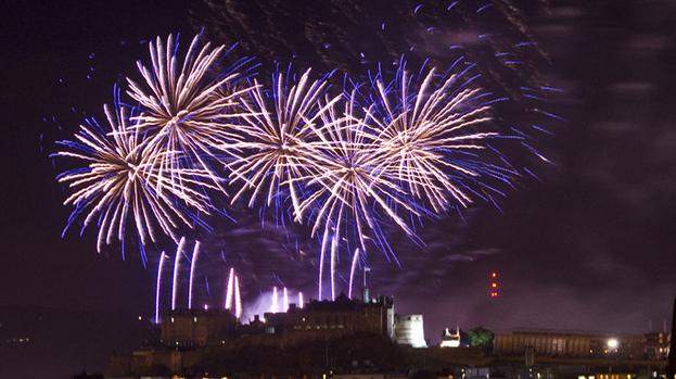 Edinburgh International Fireworks 2012 by Grant Ritchie: http://photosofedinburgh.wordpress.com/