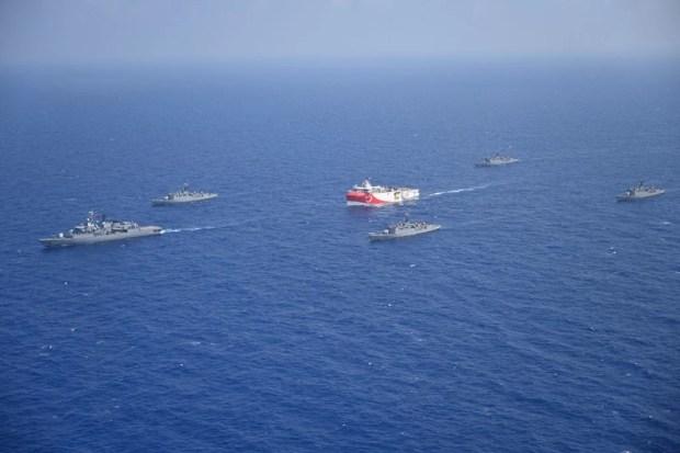 Oruc Reis: Θα περάσει στα 10 ν.μ. απο το Καστελόριζο αν συνεχίσει τη νέα πορεία του - Πού βρίσκονται τα ελληνικά πλοία