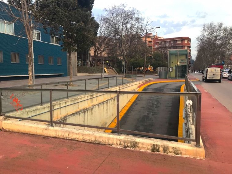 Un dels pàrquings al passeig del Pont