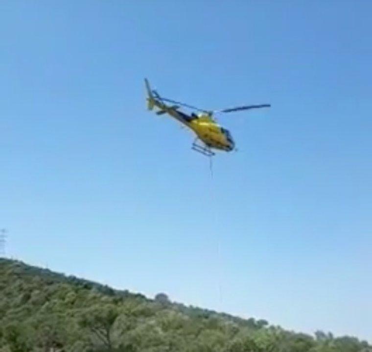 L'helicòpter d'Endesa durant l'acció a Collserola