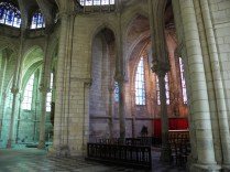 SAINT-QUENTIN: kaplice absydy / chapels of the apse