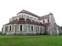PONTIGNY: widok na prezbiterium / apse of the church