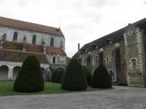 PONTIGNY: dawny dziedziniec opactwa / former cloister of the abbey