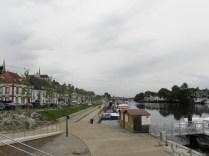 Bulwar nad rzeką Yonne