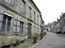 VEZELAY: STARA ZABUDOWA / OLD BUILDINGS