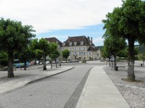 VEZELAY: WJAZD DO MIASTECZKA / ENTRANCE TO THE TOWN