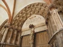 SEMUR-EN-AUXOIS: portal wejściowy kolegiaty / entrance portal of the church