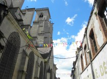 SEMUR-EN-AUXOIS: uliczka przy kolegiacie / lane by the collegiate church