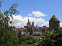 SEMUR-EN-AUXOIS: zbliżenie na kolegiatę / close-up of the collegiate church