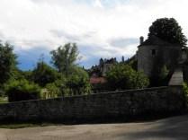 NOYERS: fortyfikacje od strony rzeki Serein / city walls on the side of the Serein river