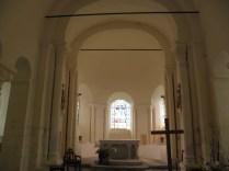 ST-OUTRILLE: prezbiterium - wnętrze / altar and apse