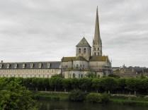 Widok kościoła i dawnego klasztoru