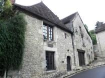 ANGLES-SUR-ANGLIN: kamienne domy / stone houses