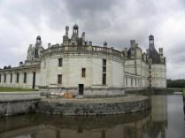 "CHAMBORD: ""fosa"" przy zamku / castle moat"