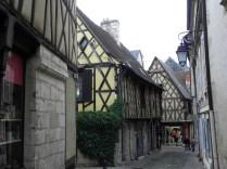 Stare domy w uliczkach Bourges