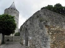 Donżon i VI-wieczny kościół St. Lubin
