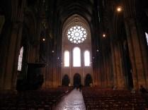 CHARTRES: nawa główna katedry / nave of the cathedral