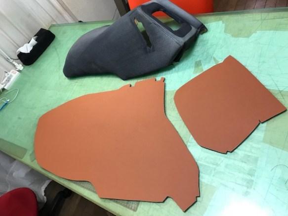 リアシート横のパーツレザー裁断完了 縫い合わせてから同色ダブルステッチを入れます