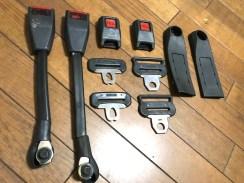 シートベルトは巻き替えに関連するパーツは塗装いたします。